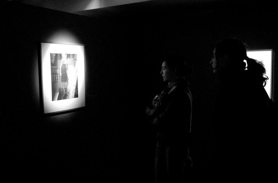 Admiratrices à l'Exposition Robert Doisneau